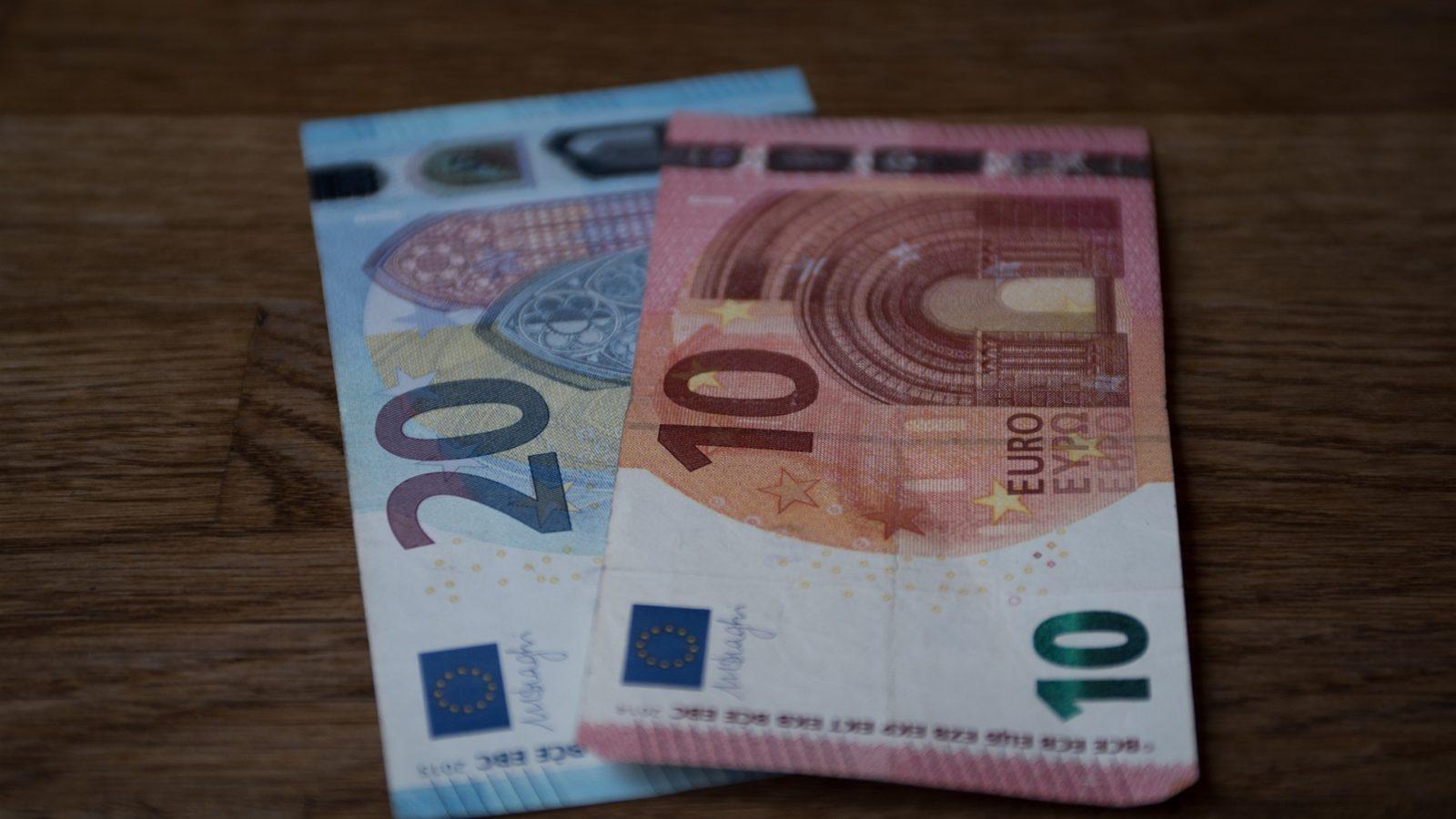 Zabudnutá hotovosť v bankomate nemusí byť stratená