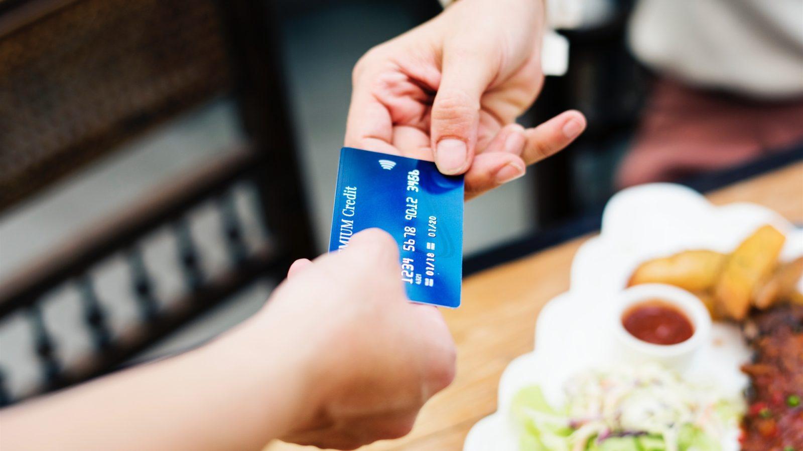 Štatistika vydávania a prijímania platobných kariet